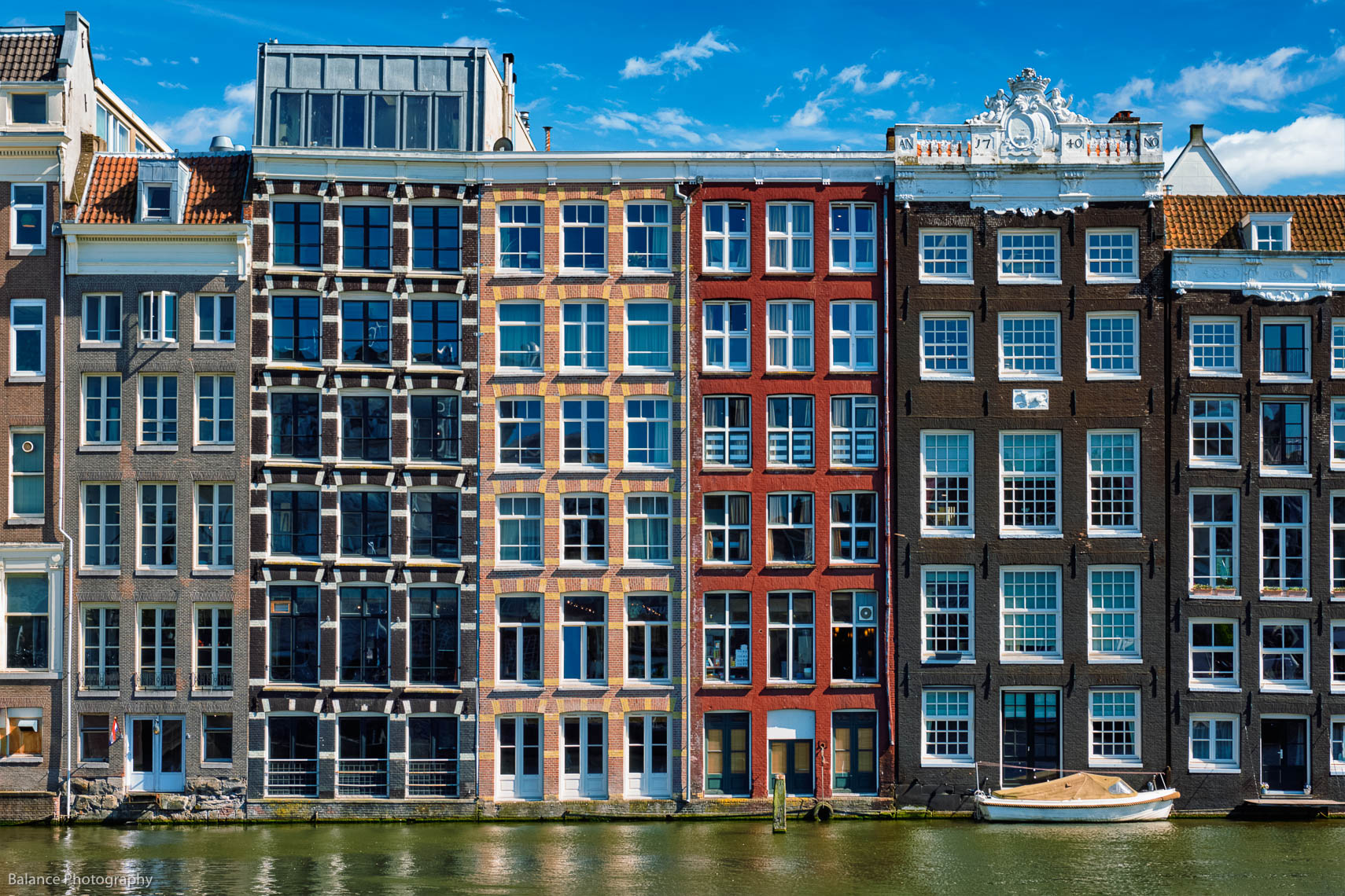 Amsterdam_Canal_Houses-and-Boats